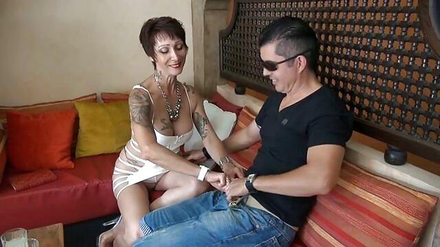 Pornografia gratuita sem registo  Puta insaciável com Pila fica sexualmente maliciosa filme pornô brasileiro de anão
